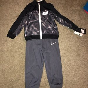 Boys 2 piece nike outfit